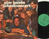 Schoolconcert.  Pim Jacobs explains schoolyoungsters about improvising in jazz (on side 1).